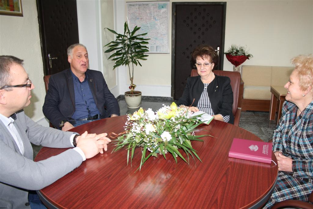 Областният управител проф. Веска Шошева се срещна с кметовете на Николаево и Гълъбово