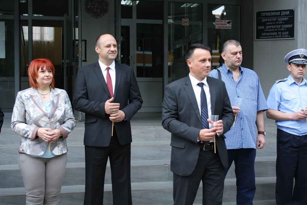 Областният управител Гергана Микова присъства на освещаването на нови автомобили на ОД МВР