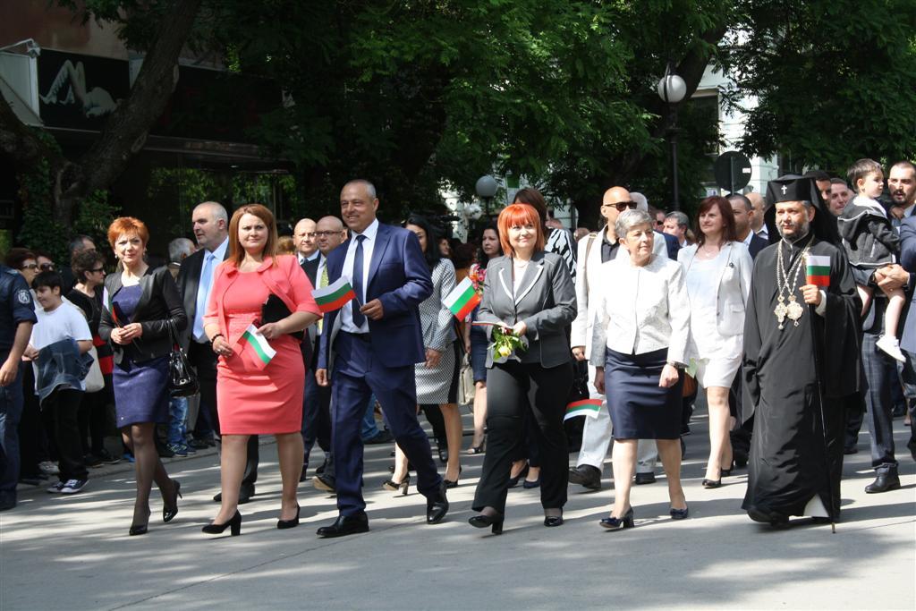 Областният управител Гергана Микова и зам. областният управител Петя Чакърова участваха в празника по случай 24 май