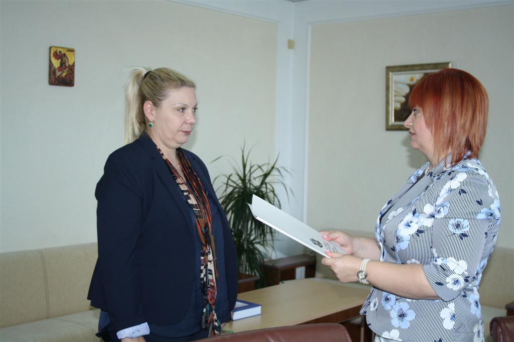 Областният управител Гергана Микова се срещна с ръководителката на българското училище в Ксанти