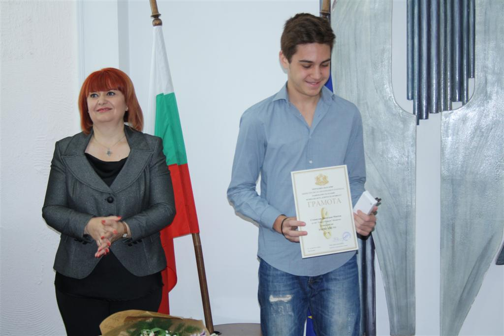 """Областният управител Гергана Микова връчи наградите """"Неофит Рилски"""""""