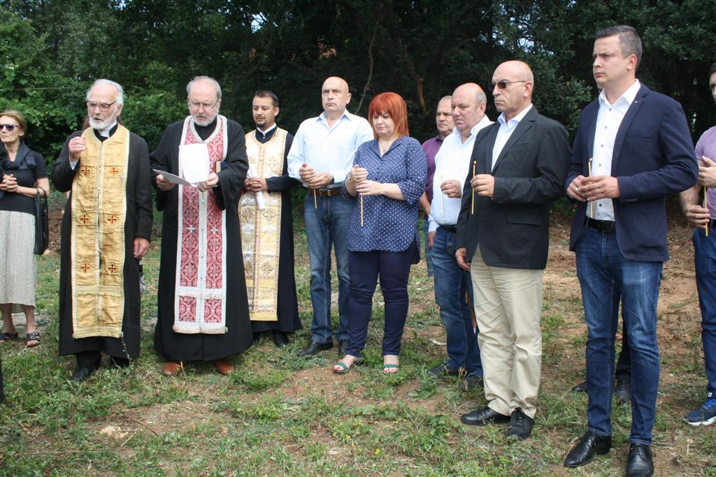 Областният управител Гергана Микова направи първа копка на храм на Старозагорските бани