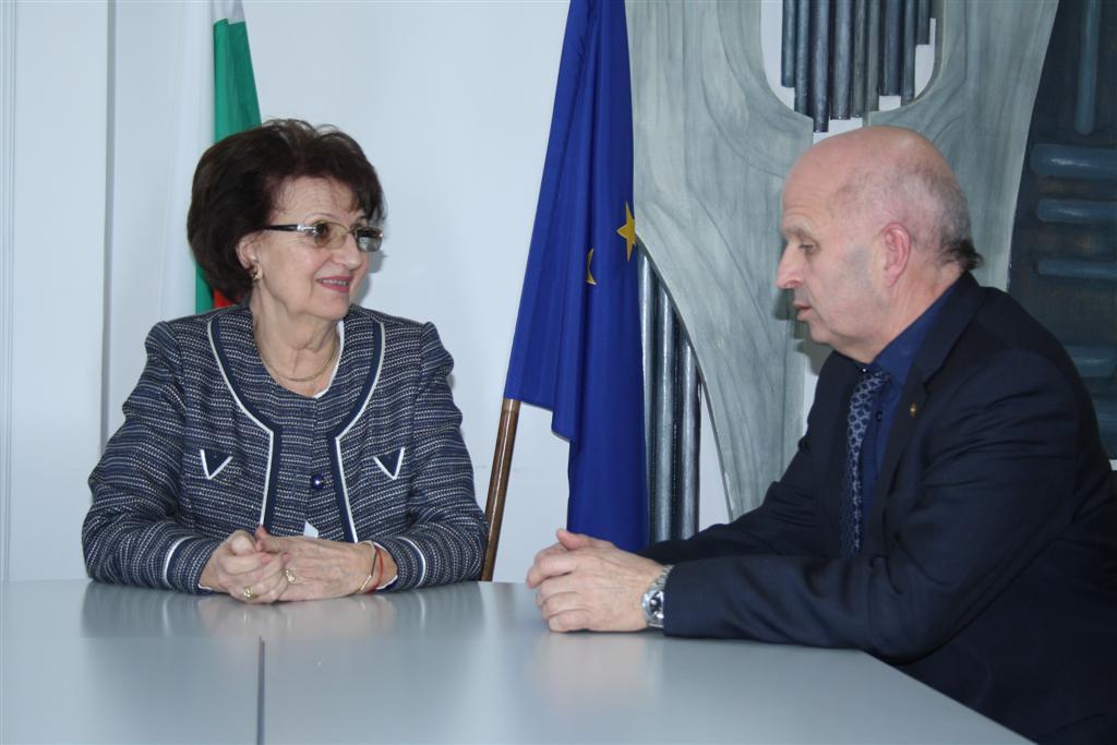 Новият областен управител проф. Веска Шошева се срещна със своя предшественик инж. Георги Ранов