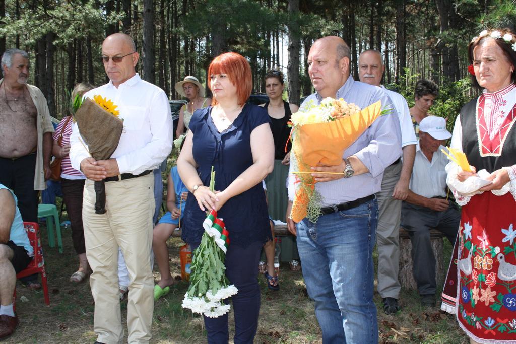Областният управител Гергана Микова присъства на паметна възстановка край с. Сладък кладенец