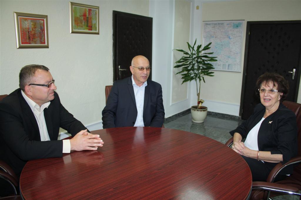 Областният управител проф. Веска Шошева и зам. областните управители Румяна Друмева и Димитър Драчев се срещнаха с председатели на общински съвети