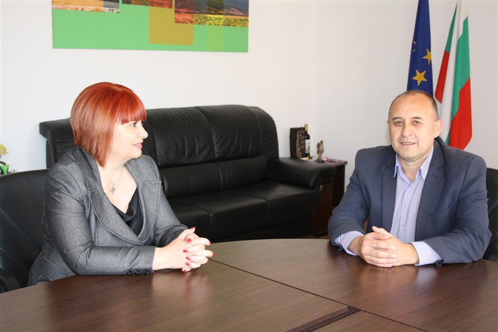 Областният управител Гергана Микова продължи срещите си с кметове на общини от областта